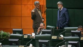 حسین صادقی نفر اول از چپ طراح طرح خروج جمهوری اسلامی ایران از پیمان ان پی تی است