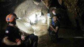 去年,复杂危险的泰国洞穴救援持续了17天