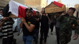 Mourners carry coffins of people killed in car bomb attack in Baghdad's Karrada district (6 September 2016)