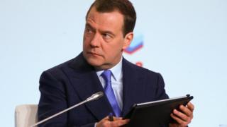 """Дмитрий Медведев теряет """"френдов"""" как в реальной жизни, так и в социальных сетях"""