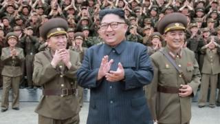 किम जोंग उन के ग्वाम योजना को रोकने से पिछले कुछ दिनों से तीख़े हो रखे अमरीकी रुख़ में नरमी आई है