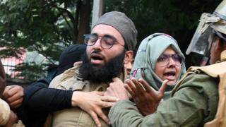 """உத்தர பிரதேசம்: """"முஸ்லிமாக இருந்தால் இந்தியாவில் வாழக்கூடாதா?"""""""