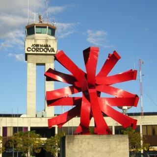 Torre de control de aeropuerto José María Córdova de Medellín, Colombia.
