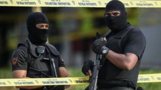 Malezyalı iki polis