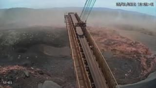 The video shows when the muddy sea reached the facilities of the Vale mining company