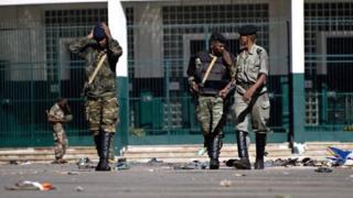 Said Hussein Ali Raza a été tué de trois balles alors qu'il garait sa voiture devant l'ambassade de l'Inde par des tireurs à moto.
