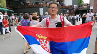 Ли на турнире носи заставу Србије
