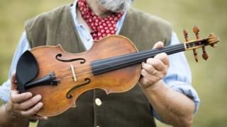 Steve Burnett, violin maker