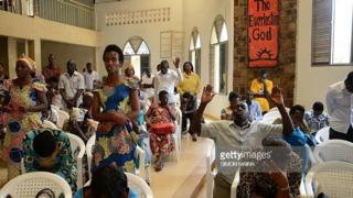 Des fidèles dans une église de Kigali (illustration).
