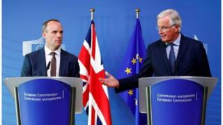 Dominic Raab iyo Michel Barnier