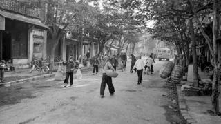 Tác giả chụp ảnh Hà Nội khi làm công tác ngoại giao từ năm 1980 đến năm 1982