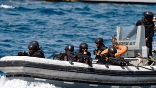 Des éléments des forces spéciales nigérianes en exercice de lutte contre la piraterie