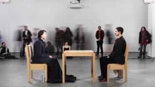"""""""Уметник је присутан"""", 2010. у музеју МоМА у Њујорку"""
