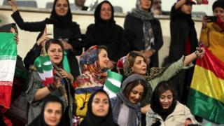 """نساء إيرانيات في ستاد """"آزادي"""" بطهران"""