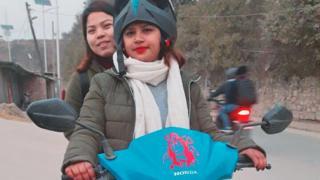 महिला टुटल चालक
