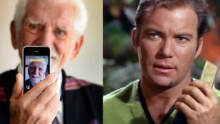 Martin Cooper (izda), inventor del teléfono móvil y el capitán Kirk (dcha) mostrando su comunicador.