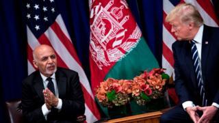 Le président afghan, Ashraf Ghani (à gauche), et son homologue américain Donald Trump, lors de l'assemblée générale des Nations unies en septembre 2017
