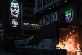 這張照片在社交媒體流傳,被香港網民形容電影與香港局勢互相呼應。