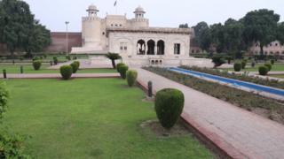 لاہور کا شاہی قلعہ اور حضوری باغ
