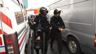 法国警方正在严密检查奥利机场