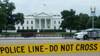 Полицейское оцепление у Белого дома