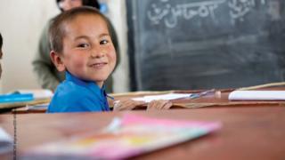یونیسف وايي، نژدې نیمايي افغان ماشومان له ښوونځي بې برخې دي.