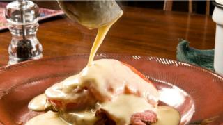 Сырный соус на гренках