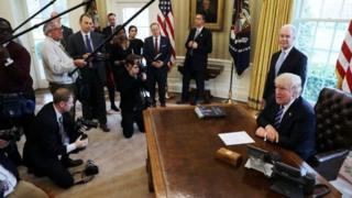ประธานาธิบดีทรัมป์เชื่อว่า พรรคเดโมแครตจะให้ความร่วมมือในการผ่านร่างกฎหมายประกันสุขภาพฉบับใหม่เมื่อมีความพร้อม