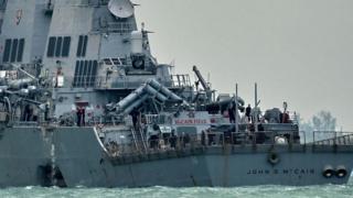 """المدمرة البحرية الأمريكية """"جون إس ماكين"""""""