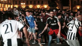 San Carlo Meydanı'ndaki izdiham
