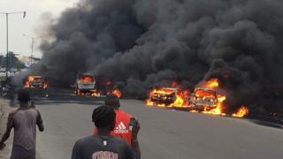 Cars dey burn