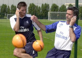 فرانک لمپارد (چپ) در زمان حضور مورینیو در چلسی دو بار قهرمان لیگ برتر و یک بار قهرمان جام حذفی فوتبال انگلیس شد