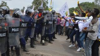 L'opposition a prévu d'organiser des manifestations populaires le 19 décembre pour le contraindre à quitter le pouvoir.