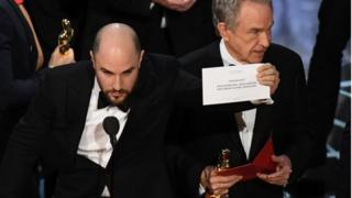 Jordan Horowitz aclara que Moonlight ganó el Oscar.