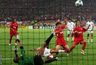 Xabi Alonso lokacin da ya ci kwallo a gasar Zakarun Turai ta 2005