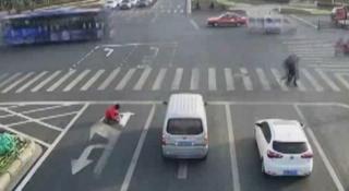 rambu lalu lintas di cina