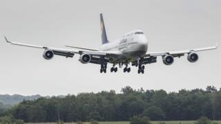 A Lufthansa Boeing 474