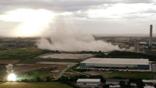 Didcot power station: Three hurt as cooling towers demolished