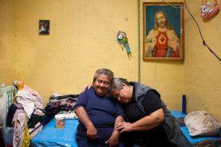 Casa Xochiquetzal-ın sakinləri Canela və Norma sığınacaqda