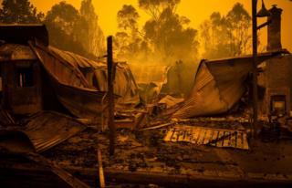 Рештки спалених будинків в Кобарго, Новий Південний Вельс