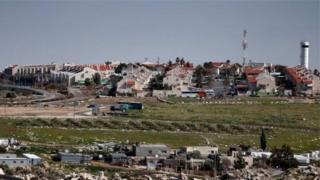 يعيش أكثر من 60 ألف إسرائيلي في 140 مستوطنة أنشأت منذ احتلال اسرائيل للضفة الغربية والقدس الشرقية في عام 1967.