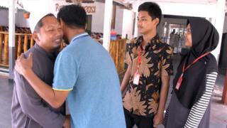 Bom Kedutaan Australia, teror, teroris, JAD, Hassan bertemu Iwan Setiawan dan dua anaknya di Nusakambangan.