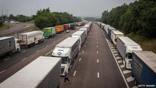 Lorries on M20