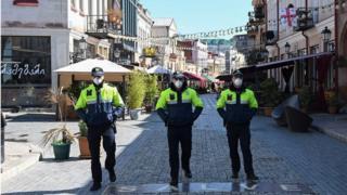 полиция в масках в Тбилиси