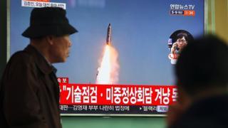Hình ảnh tư liệu Bắc Hàn phóng tên lửa được phát trên truyền hình Nam Hàn ngày 5/4/2017.