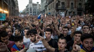 Thousands of people gather outside the national police building in Barcelona to protest against violence that marred the referendum. 3 October 2017