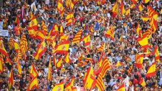 Hàng ngàn người xuống đường phản đối nghị trình độc lập