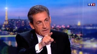 """Nicolas Sarkozy, qui nie les faits qui lui sont reprochés, a été inculpé mercredi soir de """"corruption passive"""", """"financement illégal de campagne électorale"""" et """"recel de fonds publics libyens""""."""