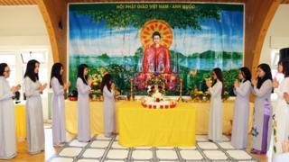 Điểm nhấn của buổi lễ là phần cầu siêu cho anh linh của các chiến sĩ hy sinh bảo vệ chủ quyền biển đảo
