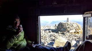Shlter on top of Ben Nevis